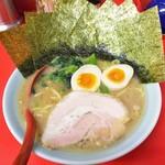 海家 - ラーメン650円麺硬め。海苔増し150円。