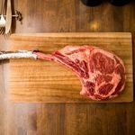 ミートクルセイダーズ - 重さ1.2キロ迫力の骨付き塊肉、トマホークステーキ。グラム単価8.5円