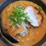 大鷹ラーメン - 料理写真:赤鷹らーめん+大盛