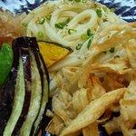 つけ汁うどん あくつ - 料理写真:パリパリごぼうと季節野菜の天ぷらうどん