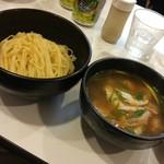ラーメン哲史 - ホウボウと若鶏つくねのつけ麺