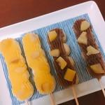 鍋屋 - 「幸せだんご」 栗餡(左)、同 栗玄米だんご(右)