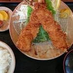 銭形 - 大エビフライ定食(税込み2500円)