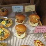 Bakery cafe Gift - ここはパン屋さんでもあり、テイクアウトのお客さん入れ替わり来店してました。