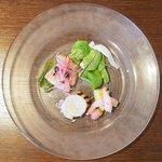 ビストロ シロ - ランチコース 3780円 のオリーブ鰤のカルパッチョ、帆立の炙り、甘海老マリネ