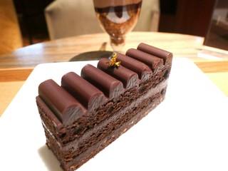 リンツ ショコラ カフェ 表参道店 - ガトー・トリュフ・オ・ショコラ
