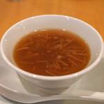 中国料理 琥珀 - 干し貝柱入りとろみフカヒレスープ