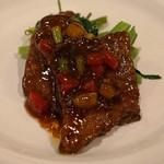 中国料理 琥珀 - 北海道産黒毛和牛 宗谷岬和牛のオイスターソース炒め 空芯菜添え