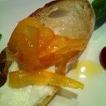 クッチーナ・ベジターレ・オット - 甘夏と自家製リコッタチーズのカナッペ