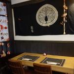 和み茶屋 - [内観] 店内 テーブル上 染め抜き暖簾