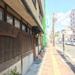 75986965 - 店の前にバス停留所「西本町」