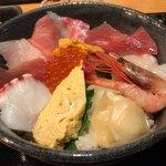 魚と創作料理 だん - 海の幸丼 1100円。