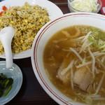 ラーメン 末広 - 料理写真:高菜炒飯セット¥900-