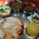タンドールバル カマルプール - カレー三種とチーズクルチャ