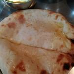 タンドールバル カマルプール - チーズクルチャ