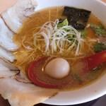 75990346 - 自家製チャーシュー麺/ちぢれ麺