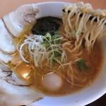 75990350 - 自家製チャーシュー麺/ちぢれ麺