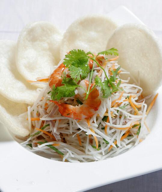 サイゴン・レストラン - 大根とエビのサラダ~サクサク蟹煎添え・Gỏi tôm