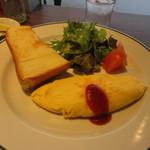 ツタヤ喫茶店 - トースト1/2枚、オムレツ、サラダ