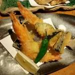 竹蔵 - 海老天ぷら盛り合わせ。