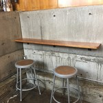 NOZY COFFEE - 地下のカウンター席