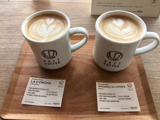 NOZY COFFEE 三宿店 - カプチーノとラテ