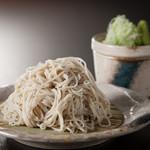 鉄板焼と和食 宴 - 【深夜蕎麦】22時以降限定の二八蕎麦(写真はせいろ)