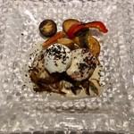 76011843 - ふもと赤鶏のインボルティーニ・キノコソース・ポーチドエッグ添え