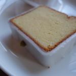 オクサワ・ファクトリー・コーヒー・アンド・ベイクス - レモンケーキ