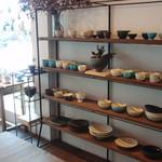 76014792 - 陶器や雑貨のギャラリー併設