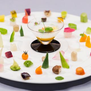 """料理の主役はあくまで""""野菜""""、革新的な料理概念を提唱"""