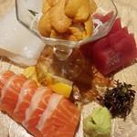 北の魚づくし - 「マグロ刺し」「サーモン刺し」「イカ刺し」+「ウニ刺し」(1380円税抜)