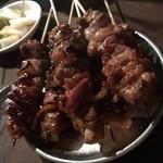 焼き鳥屋台 - ぶりっと食感の地鶏は、愉しい食感で美味いっ。