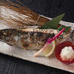 山陰炭焼ごっつぉ酒場 善次郎 - 料理写真:鯖の一本焼き