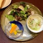 ジャム cafe 可鈴 - グリーンサラダ・自家製ピクルス・隼人瓜とツナの和え物