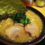 松田家 - 醤油とんこつ690円