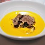 レフェルヴェソンス - 陰と露〜 牛たんと木の子たちの南瓜スープ、発酵乳とはしばみオイル