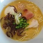 博多水炊きらーめん うかんむり - 料理写真:博多水炊き風ラーメン+味玉