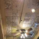 狼スープ - 天井に 誇らしくサインが