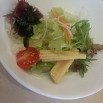 美豚 - 付け出しの生野菜サラダ