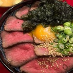 ローストビーフ丼/並(サラダ・スープ付)