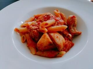 アロマクラシコ - 鶏せせり肉と蕪の辛いトマトソース