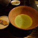 松田屋ホテル - 宿泊すると抹茶と御堀堂の外郎でもてなしを受けます