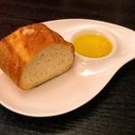 フェルミンチョ - 自家製パン。これはかなり美味しい(^o^)