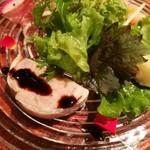 76033201 - 若鶏とフォアグラ、ピスタチオ入りのガランティーヌ、エピスとバニラ香るさつま芋コンフィチュール