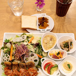 リコプラス - 太刀魚のミラノ風カツレツ  キノコとトマトソースとゴルゴンゾーラチーズのソースで