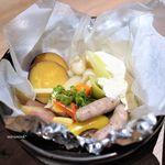 銀座 神籬 - 鶏ソーセージと温野菜のあったか土鍋サラダ