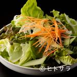 焼肉 北京 - シャキシャキみずみずしい野菜がたっぷり『特製サラダ』