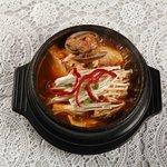 カチモゴ - 純豆腐チゲ。韓国通の人からするとこれは定番らしい。辛さに深みがあって、以前大久保で食べたものより相当美味しい