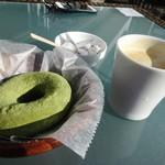 ホア カフェ - 抹茶ミルクドーナツとコーヒー